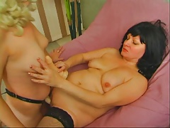 Mother in nylon straponed
