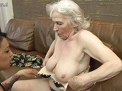 granny getting tongued by..