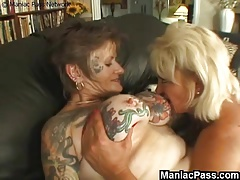 Tatted lesbo granny banged