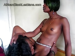 Afro honey gives oral job to..